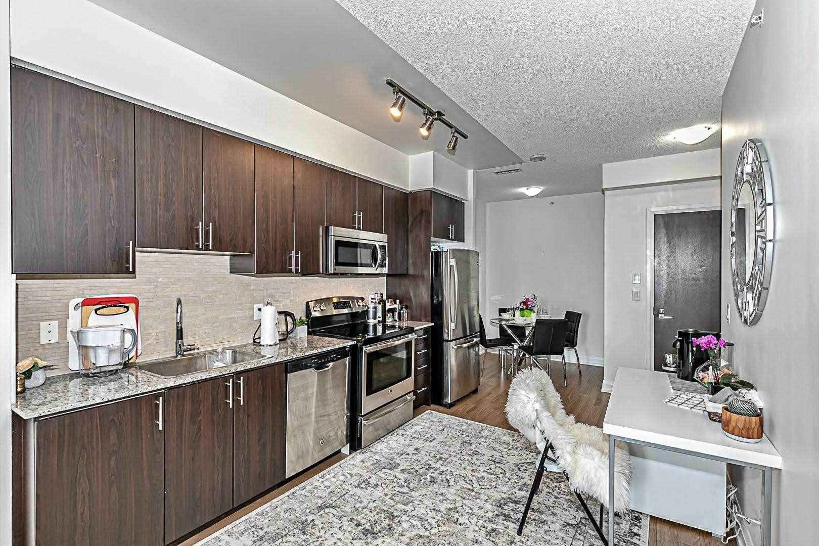 7161 Yonge St in Markham - Condo For Sale : MLS# n5189562 Photo 6