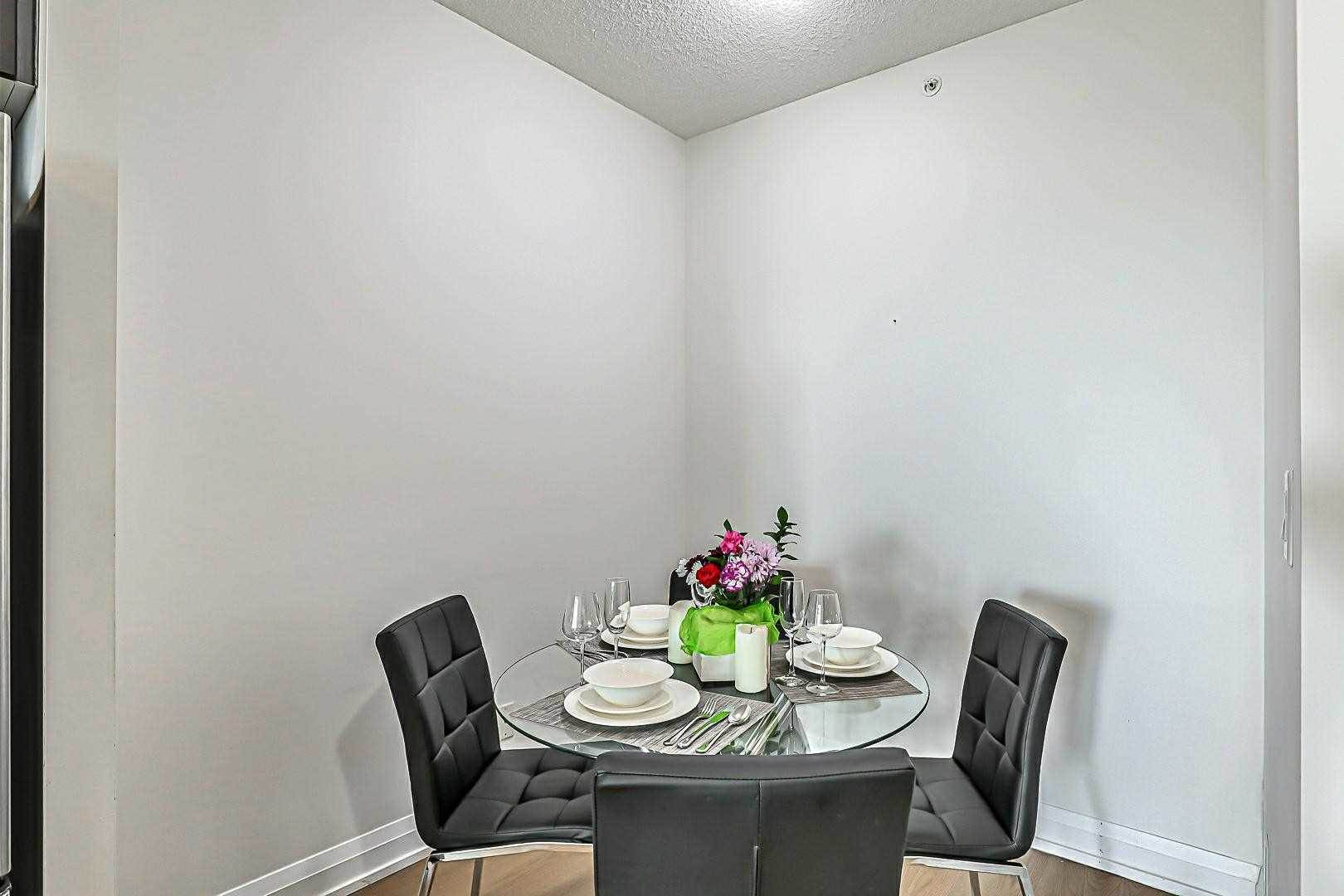 7161 Yonge St in Markham - Condo For Sale : MLS# n5189562 Photo 3
