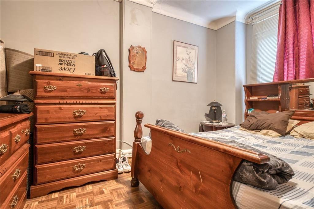 18 Fairholt Road N, Hamilton House For Sale