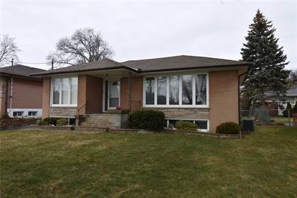 House  in 18 Pagebrook Dr, Toronto, Ontario, M9P1P5