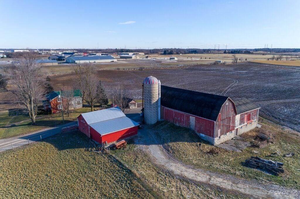 1804 Wilson Street W, Hamilton Farm For Sale