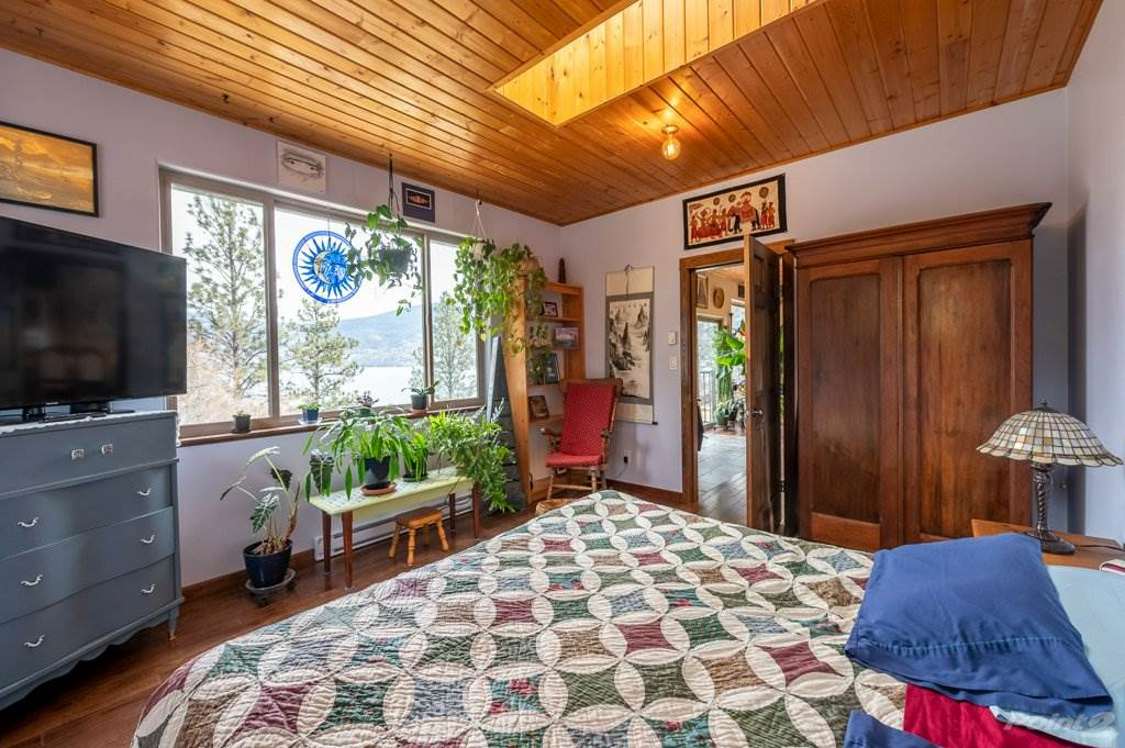 15413 Charles Avenue, Summerland House For Sale