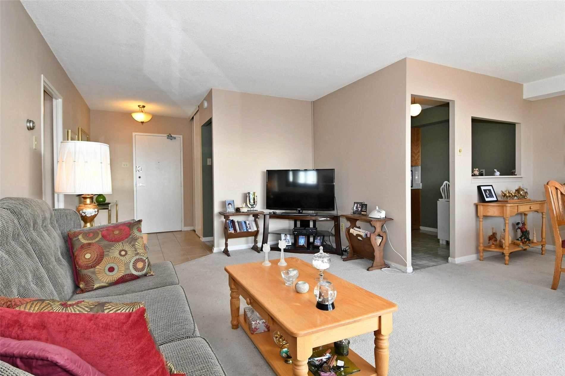 8111 Yonge St, Markham Condo For Sale