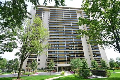Condo For Sale 812 Burnhamthorpe Rd, Toronto, ON