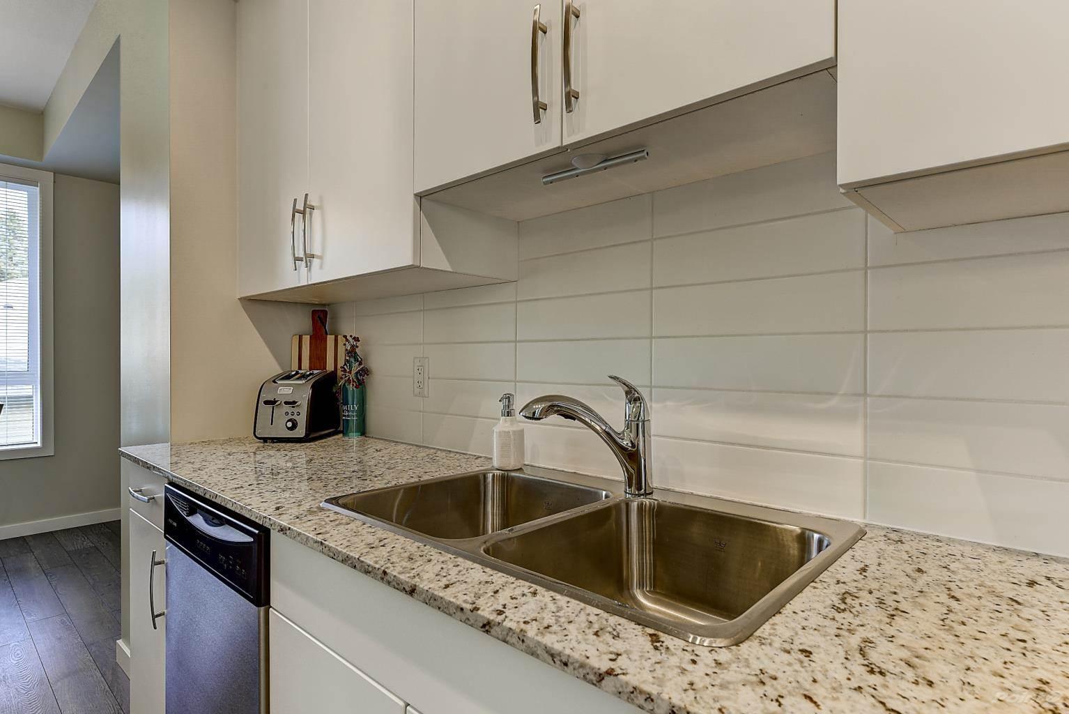 625 Boynton Place in Kelowna - Multifamily For Sale : MLS# 10221871 Photo 11