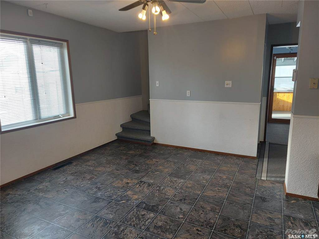 160 4th Avenue Se in Swift Current - House For Sale : MLS# sk840075 Photo 2